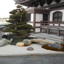 浜松市中区 T寺 石組の三角地庭園